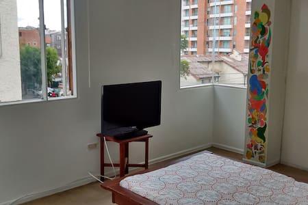Cuarto amoblado. Televisor y cable (internet y TV) - Bogotá - Apartment