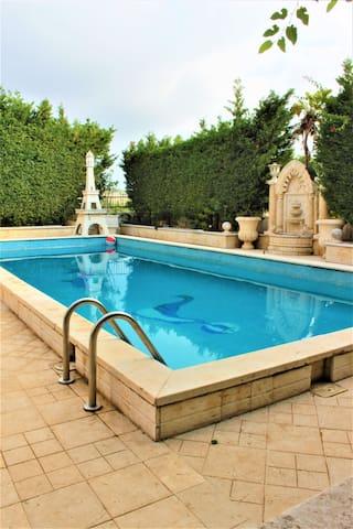 VILLA MAYA - 4 BR Villa, Pool, Garden!