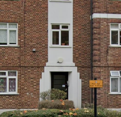 2 bedrooms in nice flat in New Southgate