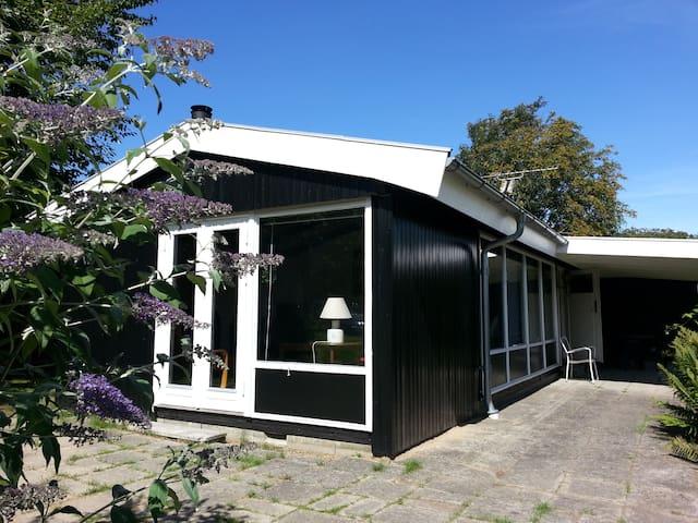 Lovely holiday house near sandy beaches. - Dronningmølle
