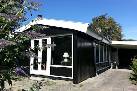 Sommerhus med stor have, tæt ved badestrand - Dronningmølle - Huis