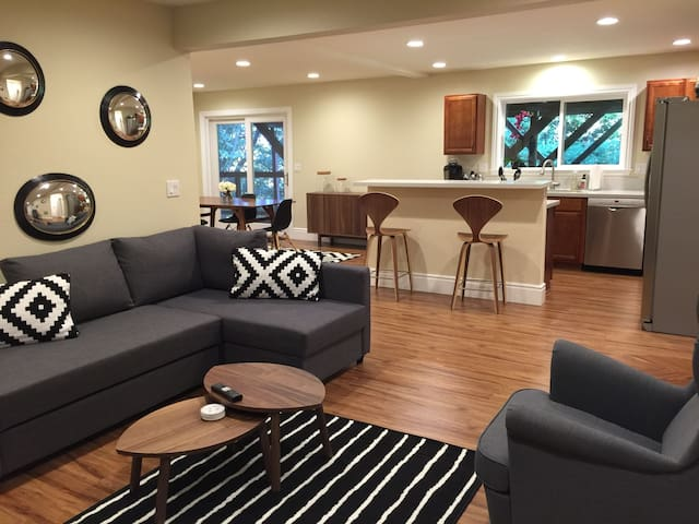 BEST LOCATION Modern Mill Valley 2 Bed off Hwy 101