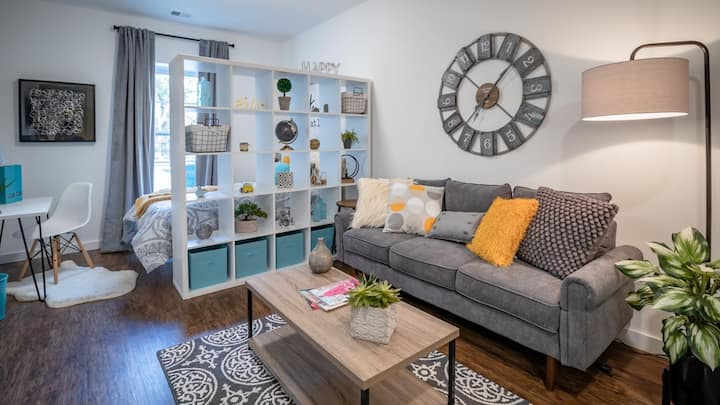 Clean condo in Richmond's most walkable district