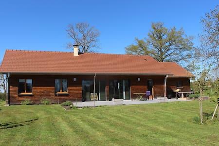 Maison en bois - Montceaux-l'Étoile