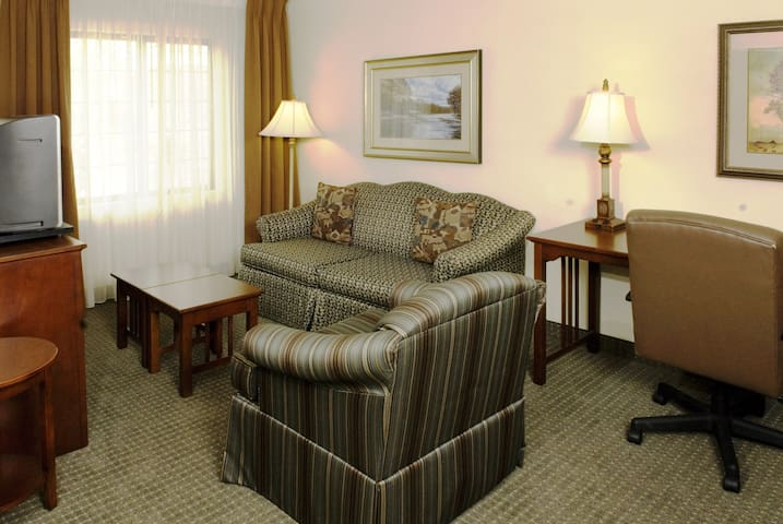 Near the Savannah Airport | Free Breakfast Buffet & Pool Access Included!