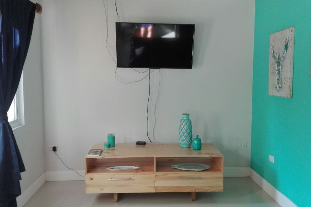 Small yet cozy living room, equipped with air conditioning, full cable and WiFi