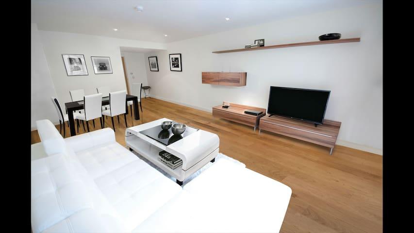 Huge Duplex - Sleeps 10
