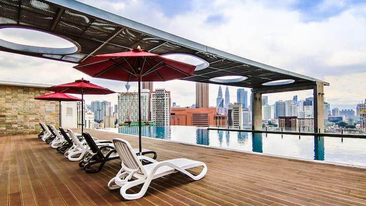 [吉隆坡双子塔] Holiday无边泳池夜景套房