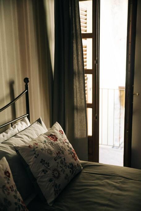 Camera da letto con balconcino