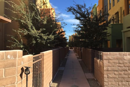 River Walk, Roof Deck and Private Bath - Tucson - Complexo de Casas