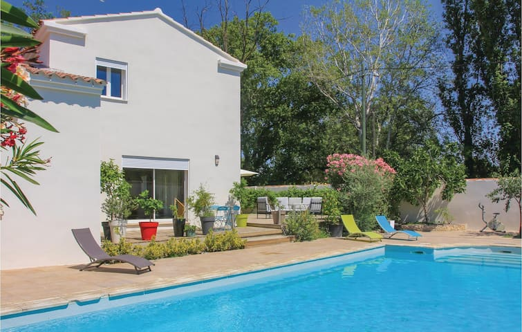 Holiday cottage with 4 bedrooms on 160 m² in Les Angles