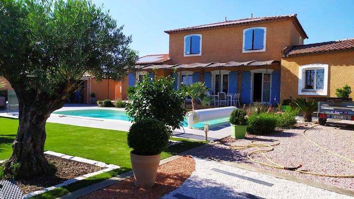 Chambre indépendante dans maison style provençal