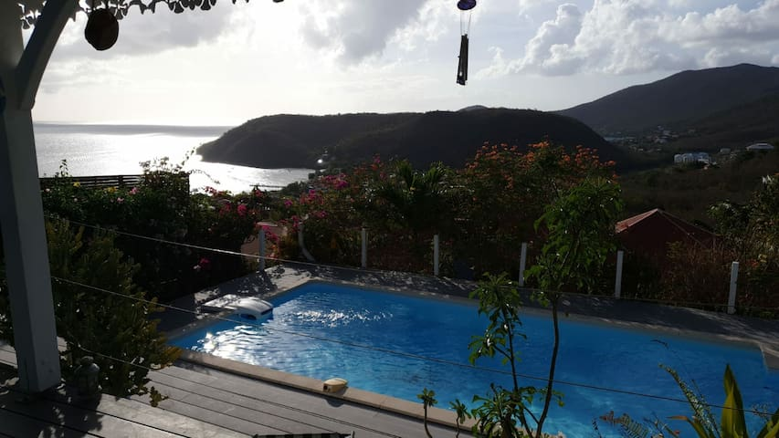 Villa Magnifique vue mer. baie des anses. piscine.