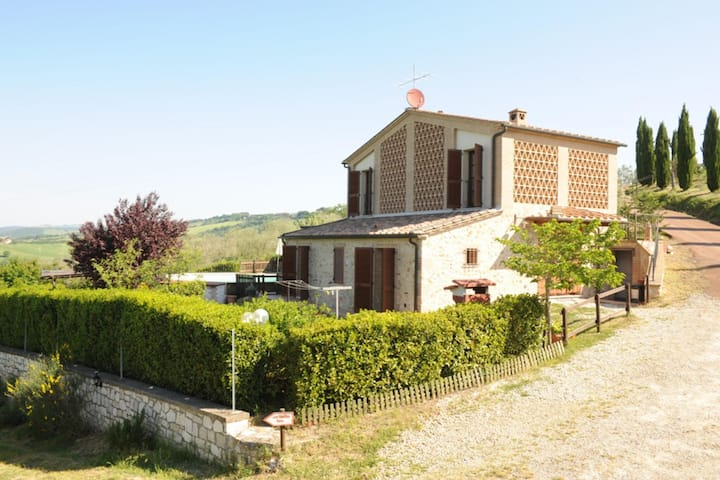 Refreshing Holiday Home in Casole D'Elsa with Swimming Pool