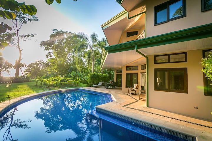 Villa Central; Steps to the Beach, Jungle & Ocean