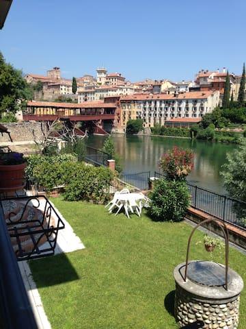 Beautiful Room in front of Ponte Vecchio - Bassano del Grappa - Apartament