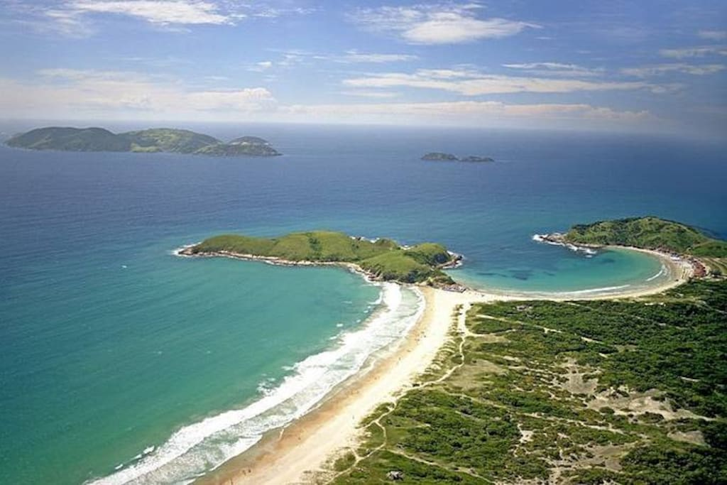 Praias do Peró e das Conchas , a 5 e a 15 minutos , à pé , da casa