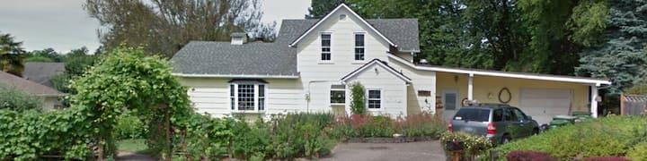GFU neighborhood / Oregon Wine Country studio