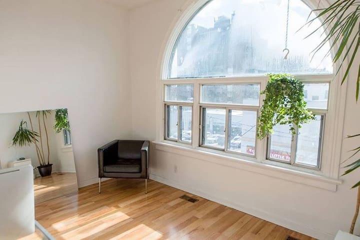 Minimal Spacious 1 Bedroom w/ Terrace