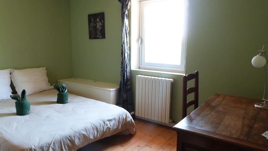 La chambre verte, au Sud.
