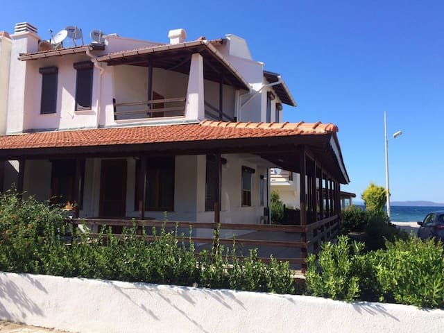 Charming Seaside Villa near Cesme - Urla - Dům