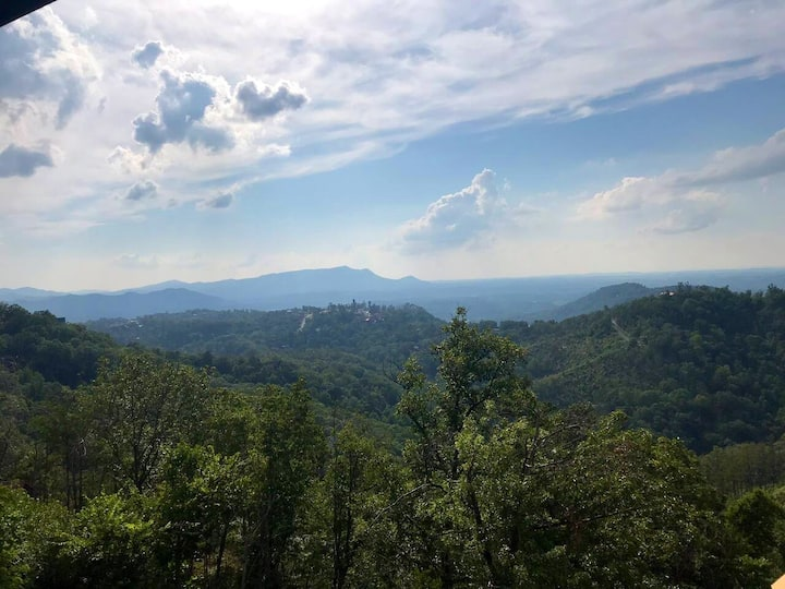 Panoramic Mountain Views at Eagles Rest