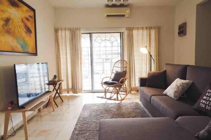 Cozy, Convenient Bandar Utama House. Walk 1Utama