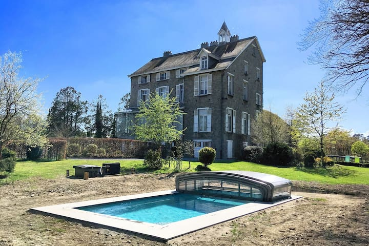 Beautiful manor house in a park near Rochefort and Han-sur-Lesse