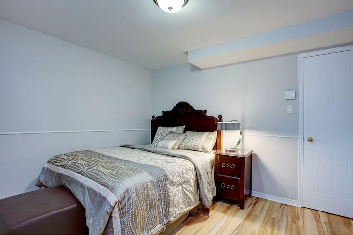 """Very cozy Queen Size ( 60"""" x 80 """") beds in rooms"""