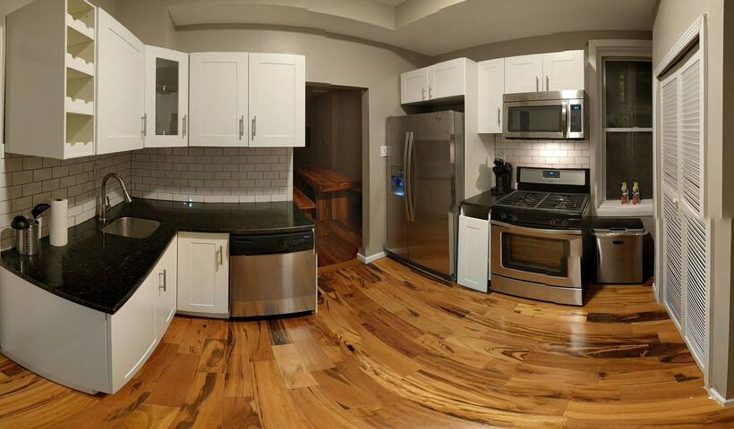 Convenient & Beautifully Updated Pilsen Flat - Chicago - Apartment