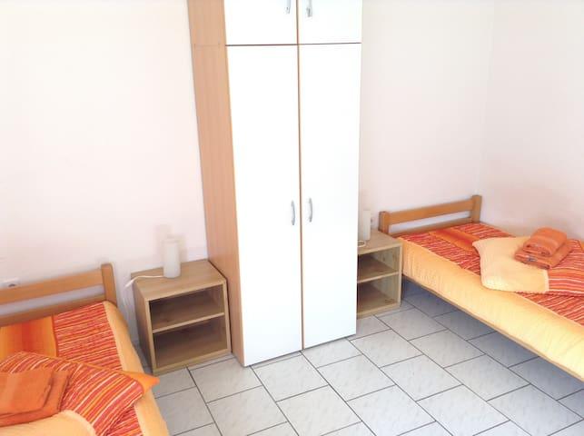 3.OG 2Betten+Sofa, ÖPNV zur Messe und Arena gut. - Gelsenkirchen - Appartement