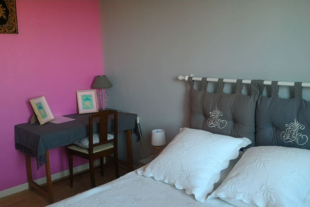 petite chambre pink houses for rent in mont de marsan aquitaine france. Black Bedroom Furniture Sets. Home Design Ideas