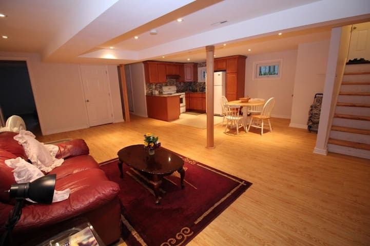 Beautifuly renovated basement with parking - Montréal - Autre