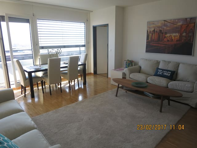 CENTRAL, light, modern apartment, nice views - Zug - Apartemen