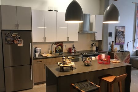 Completely Remodeled 1BR Loft in Williamsburg - บรุกลิน