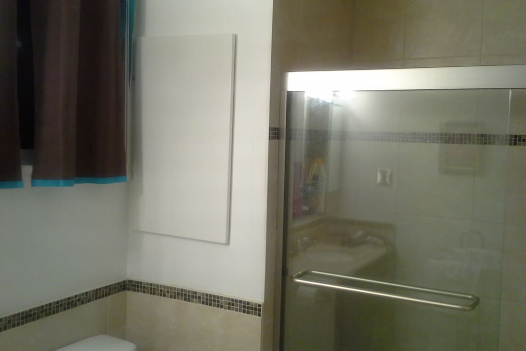 Large, renovated en suite private bathroom-for guests only