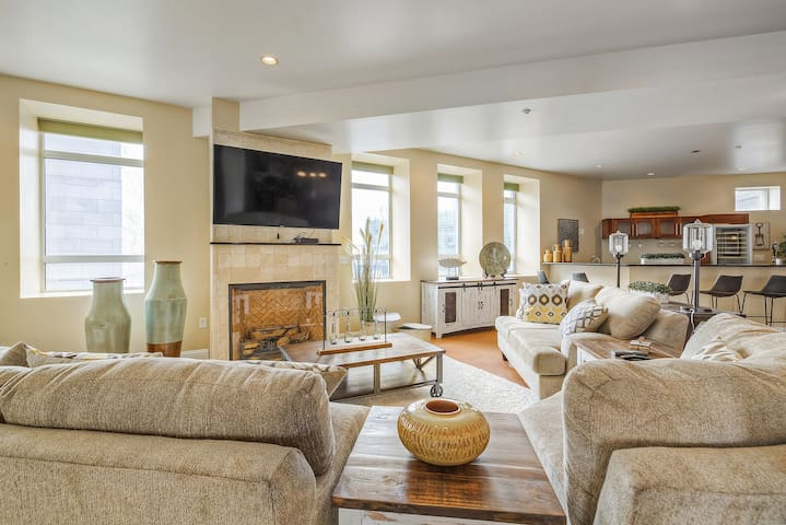 Spacious Loft in the heart of Downtown Denver!