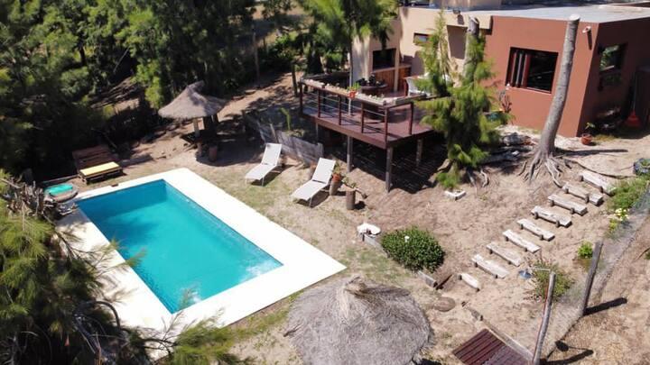 Casa con piscina de uso exclusivo, parque 670 mts2