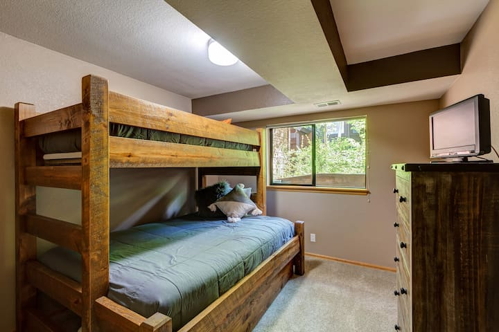 Bunk Room with Queen bed, bunk sturdy enough for adults if needed.  Trundle bed below the queen makes this room perfect for 1 couple or 4 kids.