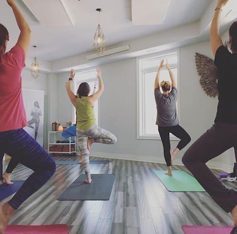Master Room with Yoga Retreat - Nobleton  - Hus