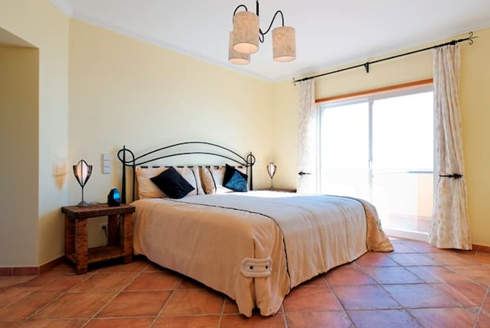Family friendly Fully Staffed Algarve Villa with heated private pool - Loulé - Villa