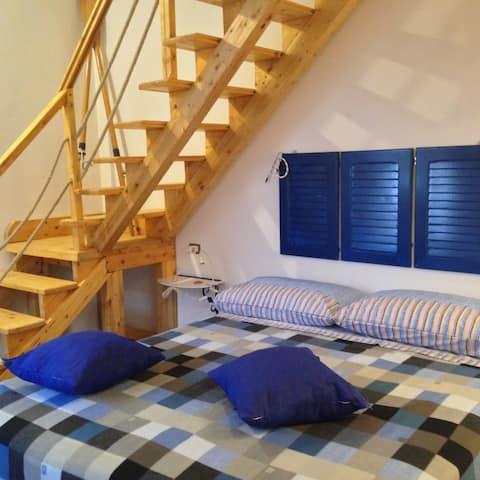 quadruple bed Blue Sea- guest house PompeiLog