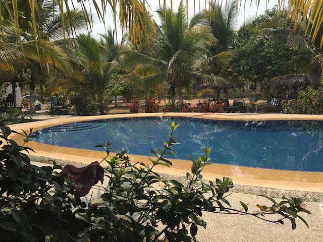 Villa Paraiso (Bungalows entre el mar y la laguna)