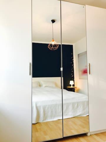 2 Zimmer: hell & ruhig mit Terrasse & Garten - Berlin - Hus