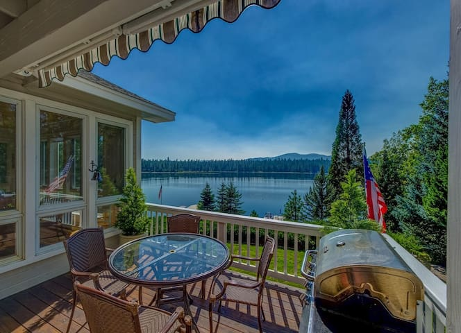 High End Lakefront Luxury - Everything Included!