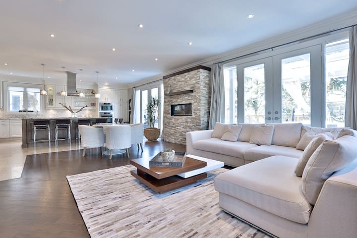 TORONTO LUXURY HOME - 4000 sq.ft.
