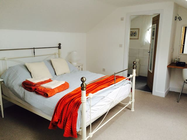 2 double bedroom in self contained barn