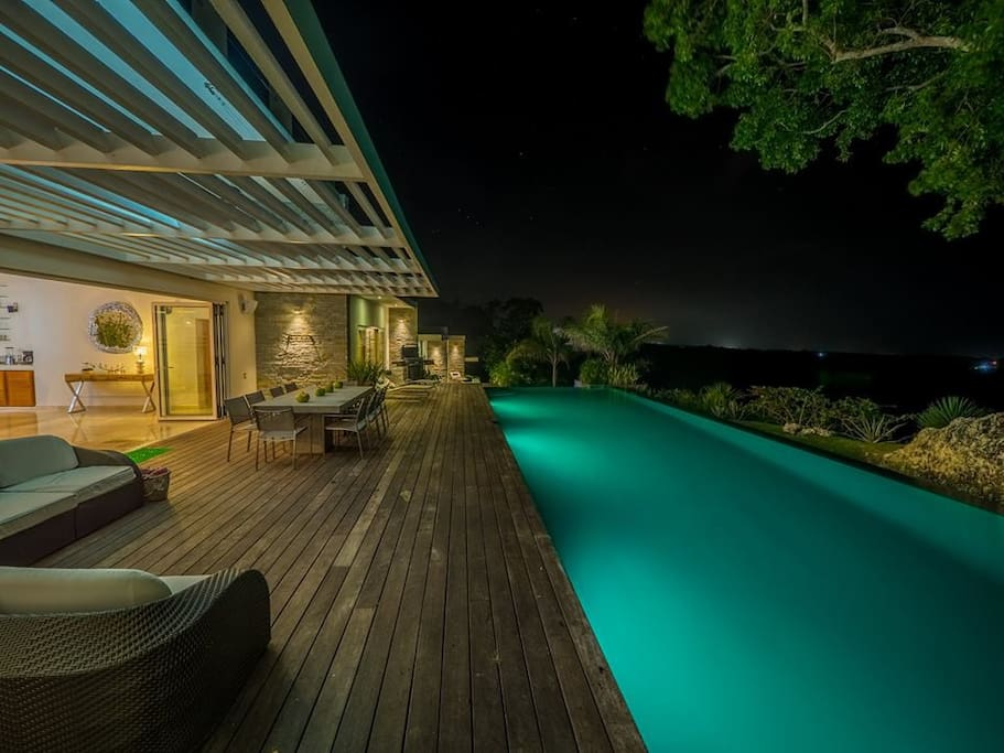 amazing pool with 130 m2 and 2 jacuzzi