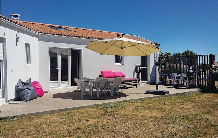 Holiday cottage with 3 bedrooms on 115 m² in St. Michel en l'Herm