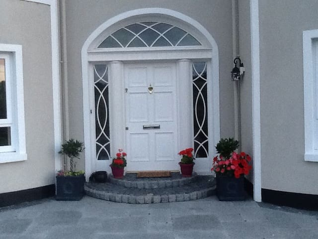 Kingspoleshouse 1 , Dublin Rd.Cavan - Mill Creek - Dom